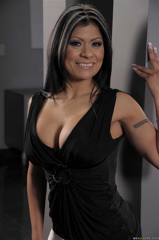 Gabby Quinteros Nude Photos 34